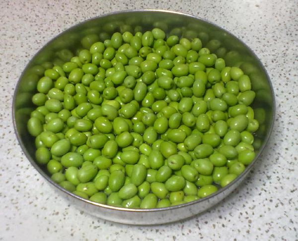 Preparazione delle olive da tavola (in dialetto vegliese Aulìe pasòle)